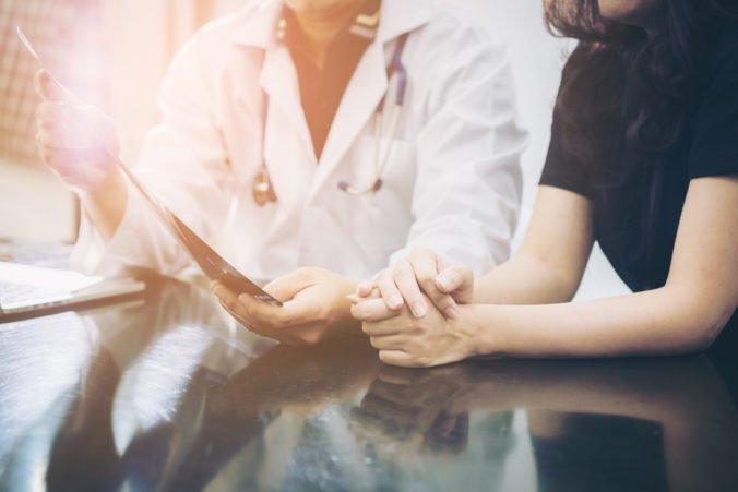 Iba polovica pacientov dodržiava všetky liečebné odporúčania. Častým problémom je zabúdanie a príliš veľa užívaných tabletiek denne