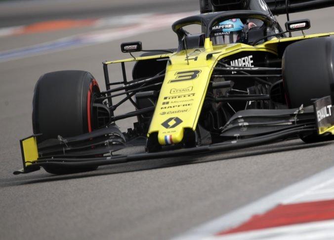 Poradie Veľkej ceny Japonsko sa menilo, Ricciardo a Hülkenberg boli dodatočne diskvalifikovaní