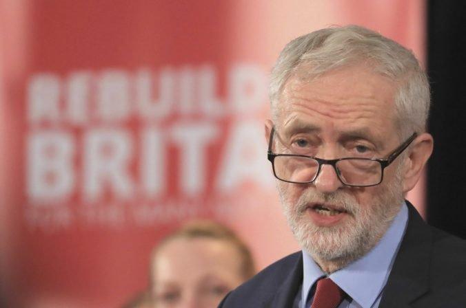 Labouristi podporia predčasné voľby, ak nebude hroziť tvrdý brexit