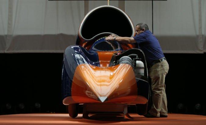 Video: Nadzvukový automobil Bloodhound prvýkrát otestovali, chcú prekonať rýchlostný rekord