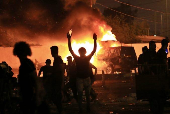 Video: Protesty v Iraku si už vyžiadali desiatky mŕtvych, demonštranti podpálili budovu milícií
