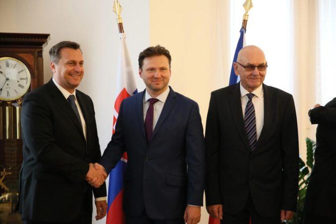 Kontrolný úrad sa môže s parlamentom prepojiť dvomi spôsobmi, vyhlásil Danko v Prahe