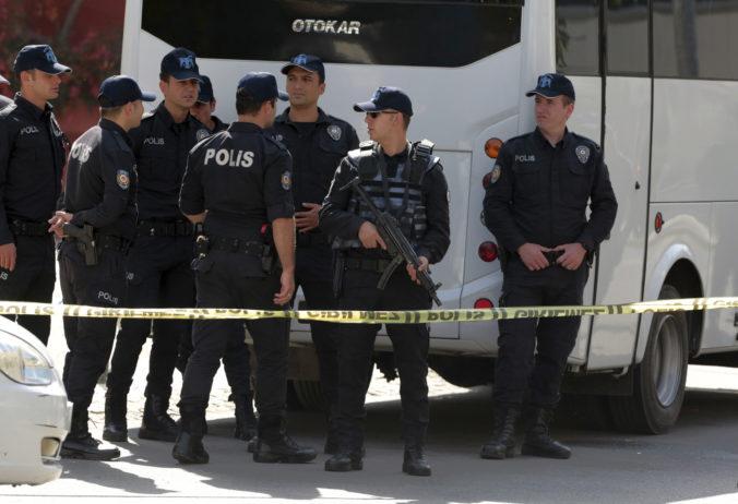 Turecká polícia zatkla osoby údajne naviazané na teroristickú organizáciu IS