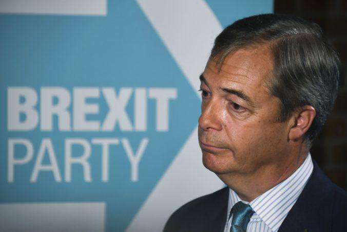 Dohoda nie je brexit, vyhlásil Farage a premiérovi Johnsonovi adresoval výzvu