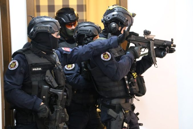 Policajti z NAKA zadržali údajného bossa kriminálnej skupiny takáčovcov