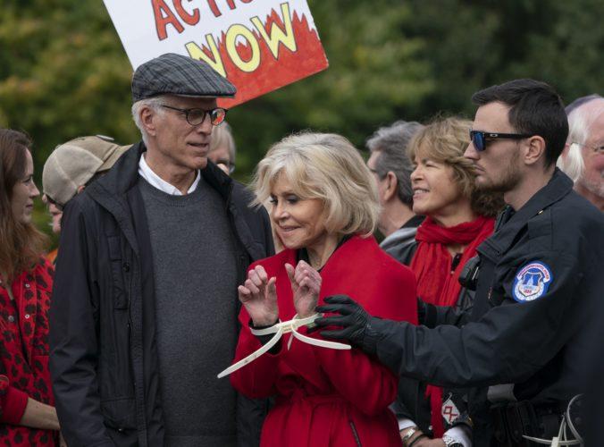 Herečka Jane Fonda strávila noc vo väzení, zatkli ju na klimatickom proteste