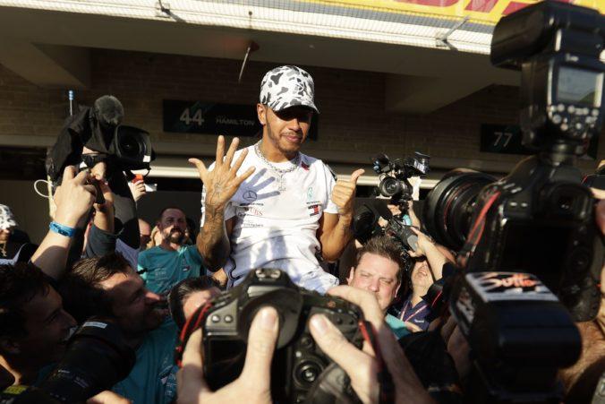 Bol to najťažší rok, aký si pamätám, hovorí Hamilton po zisku šiesteho titulu v F1