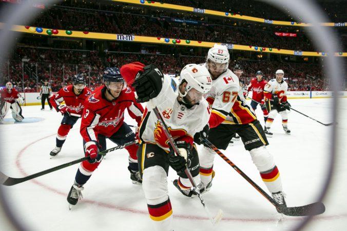 Video: Vrána sa v NHL blysol hetrikom, Kane v predĺžení rozhodol o triumfe Chicaga