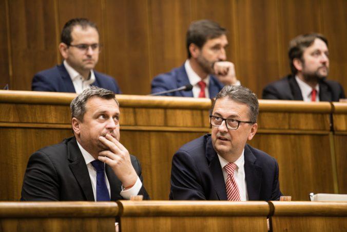 Ide o politickú nomináciu a rozhodnutie o Glváčovi tak musia podľa Danka prijať smeráci
