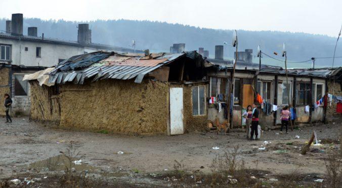 Rómske osady na Slovensku navštívi delegácia z Bruselu na čele s eurokomisárkou Dalli