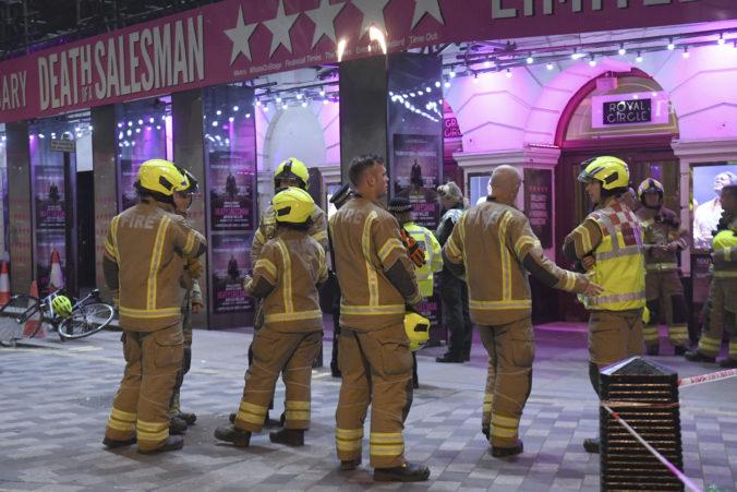 Video+foto: V divadle Piccadilly sa zrútila časť stropu, museli evakuovať stovky ľudí