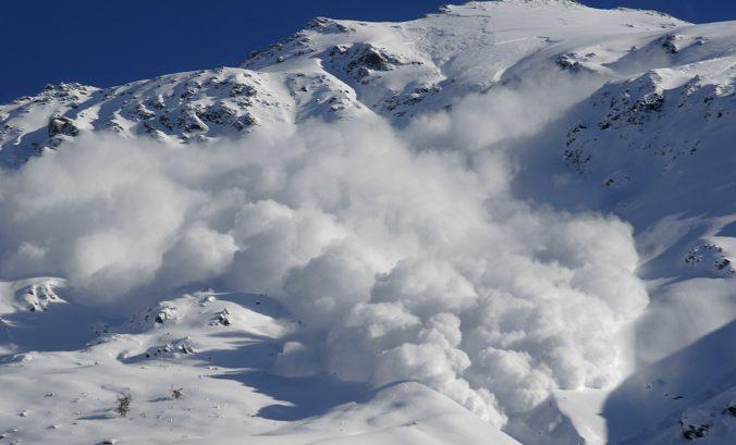 Nová lyžiarska sezóna má prvé obete, lavína v Alpách zabila dvoch ľudí