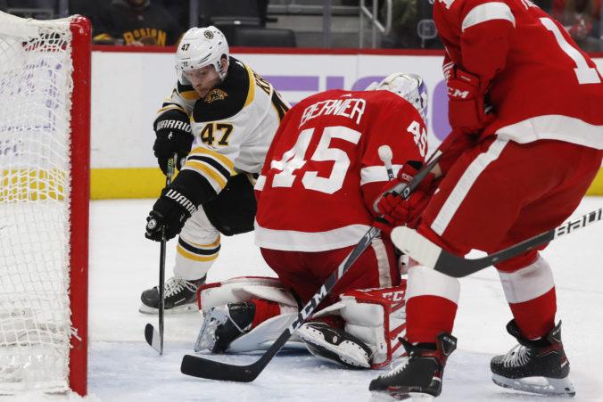 Video: Cehlárik získal prvý bod v sezóne NHL, brankár Detroitu sa zaskvel dvoma asistenciami