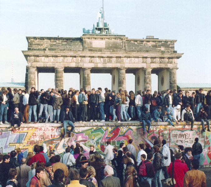 Video: V Nemecku pred 30 rokmi padol Berlínsky múr, pomohla nesprávne interpretovaná informácia