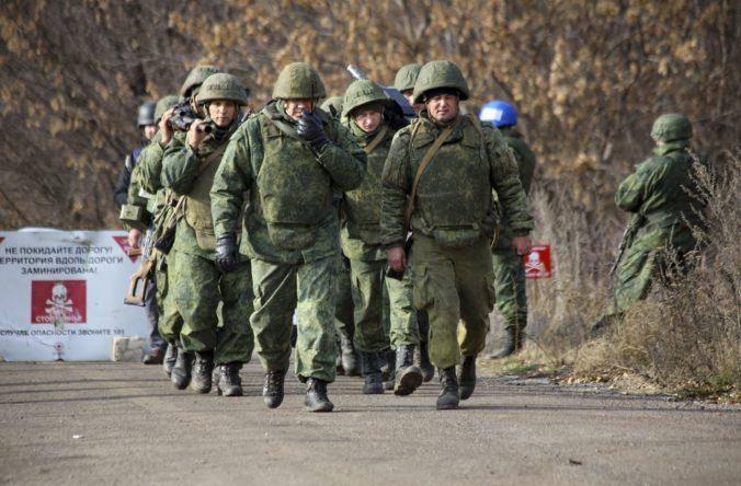 Z frontu na východe Ukrajiny sťahujú svoje zložky proruskí separatisti aj armáda