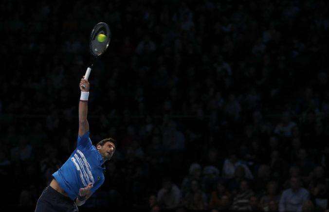 Djokovič v úvodnom zápase na Turnaji majstrov stratil iba tri gemy, Federer vyzve Thiema