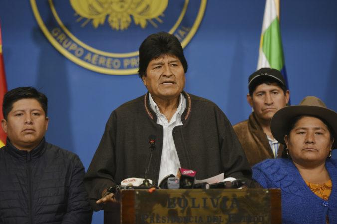 Exprezident Morales dostal v Mexiku politický azyl, dočasnou hlavou Bolívie je Jeanine Áňez