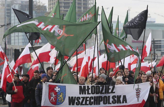Video: Deň nezávislosti si vo Varšave pripomenuli desaťtisíce ľudí, prišli aj krajní pravičiari