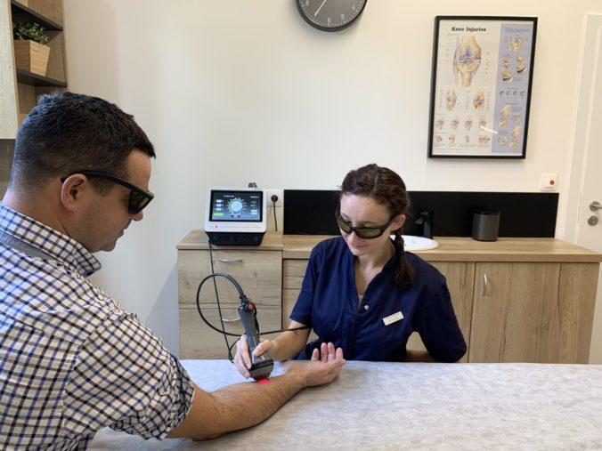Laserovou terapiou proti chorobám z povolania akou je aj syndróm karpálneho tunela