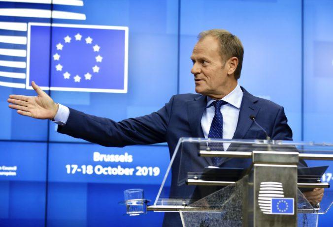 Nevzdávajte zastavenie brexitu, odkázal Tusk britským voličom