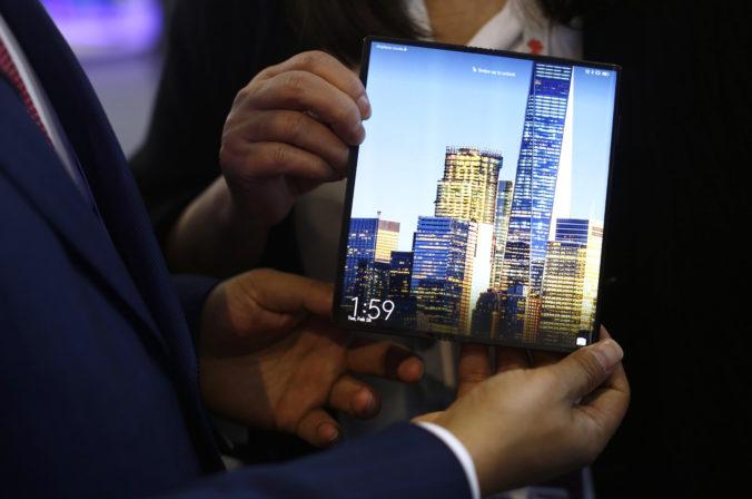 Huawei uviedol do predaja skladací smartfón Mate X, neponúka Google aplikácie ani americké čipy