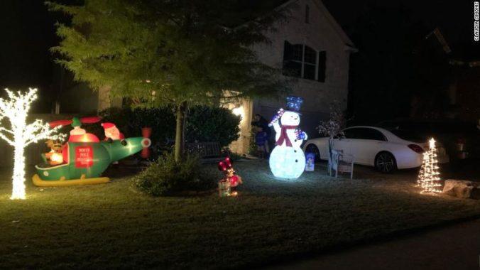 Manželia z Texasu zostali šokovaní po žiadosti správcu, aby si odstránili z domu vianočnú výzdobu