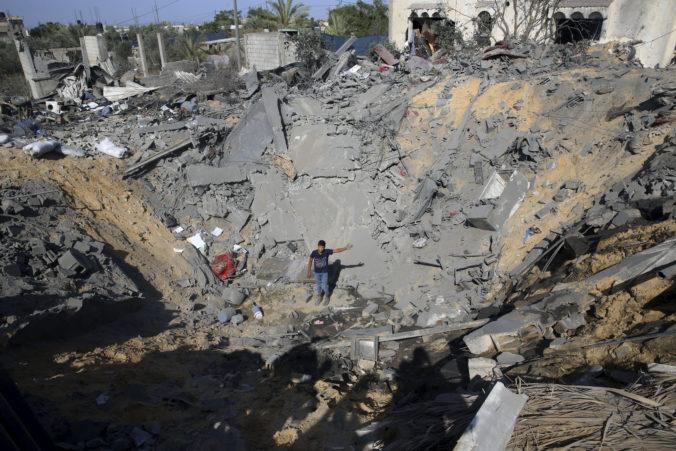 Izraelské nálety zasiahli dva vojenské ciele Hamasu, reagovali na rakety z Pásma Gazy
