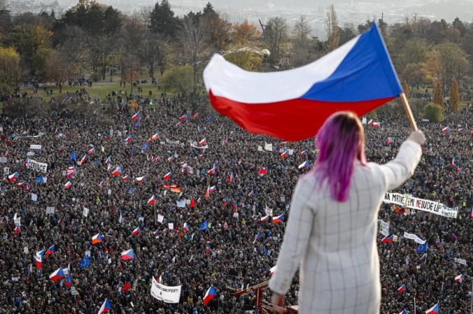 Státisícová masa ľudí protestovala na Letenskej pláni v Prahe proti premiérovi Babišovi