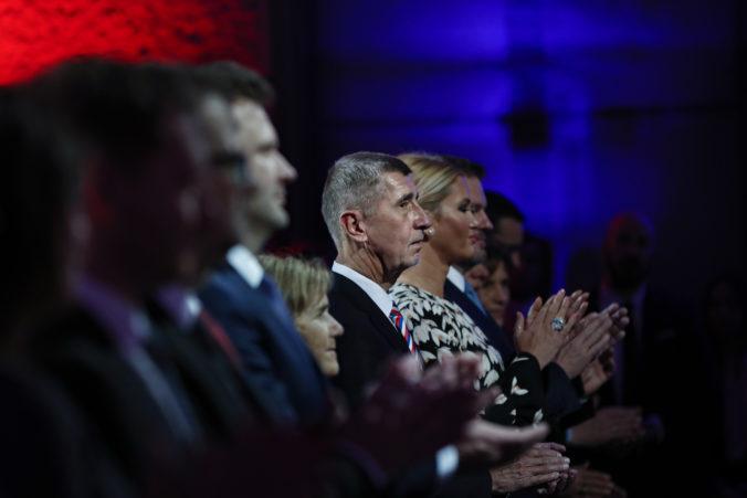 Český premiér Babiš chválil Václava Havla za odvahu a ďakoval všetkým, ktorí vyšli do ulíc
