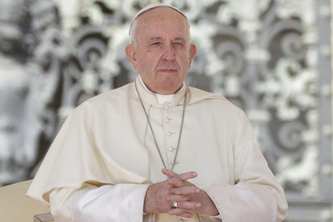 Chamtivosť zopár bohatých zhoršuje chudobu ostatných, upozornil pápež