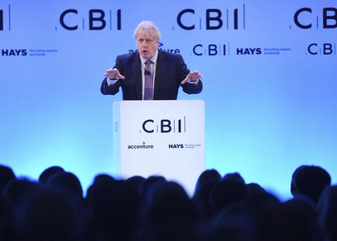 Johnson odkladá zníženie korporátnej dane na neurčito, vyjadril sa aj k dohode o brexite