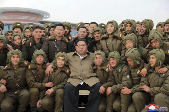 Severná Kórea vystupňovala raketové testy, vodca Kim chce mať neporaziteľnú armádu