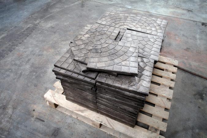 V obci Ladce má vzniknúť nový priemyselný areál, budú v ňom vyrábať zámkovú dlažbu aj obrubíky