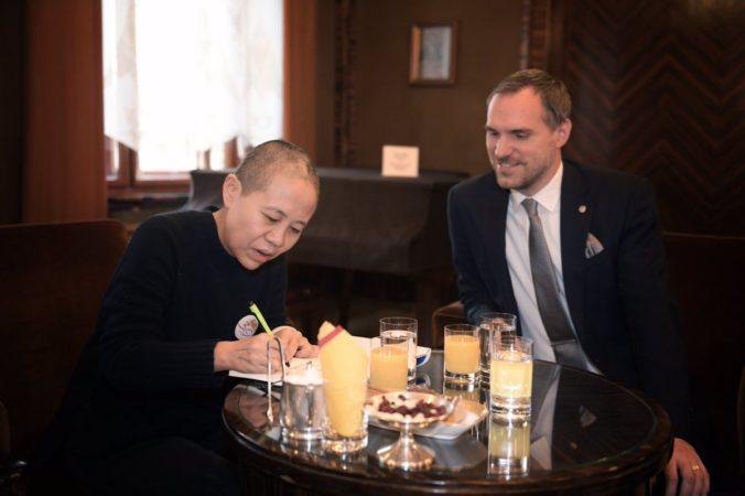 V Prahe prijali vdovu po najznámejšom čínskom disidentovi, stretla sa i s pirátskym starostom