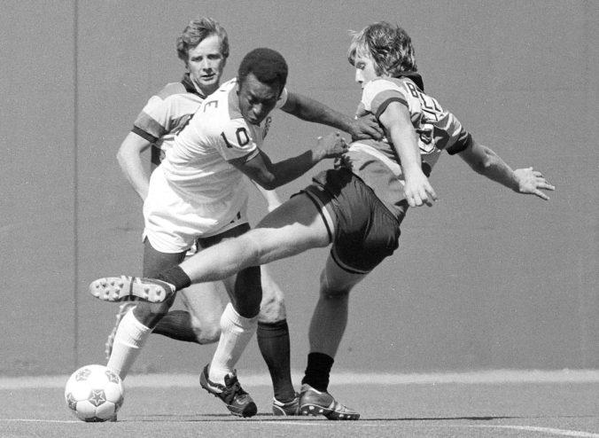 """Video: Pred 50 rokmi strelil Pelé gól označovaný aj ako """"O Milésimo"""""""