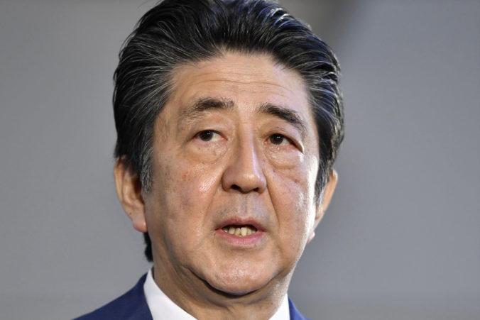 Abe sa stal najdlhšie slúžiacim premiérom Japonska, ale nedosiahol svoj najväčší cieľ