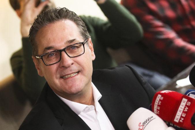 V Rakúsku zatkli tri osoby v súvislosti s nahrávkou, ktorá položila Kurzovu vládu