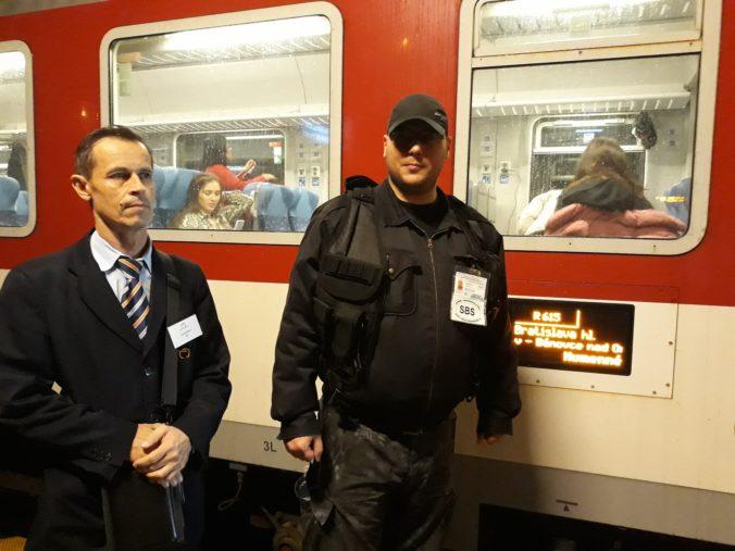 ZSSK chce zvýšiť pocit bezpečia v nočných vlakoch, testuje ich sprevádzanie príslušníkmi bezpečnostnej služby