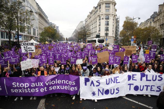 Na masovom protestnom pochode proti domácemu násiliu sa v Paríži zúčastnili desaťtisíce žien