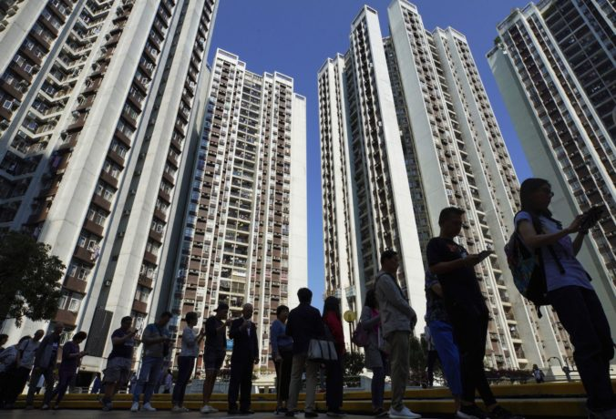 Komunálne voľby v Hongkongu považujú za referendum o podpore protestov, záujem je vysoký