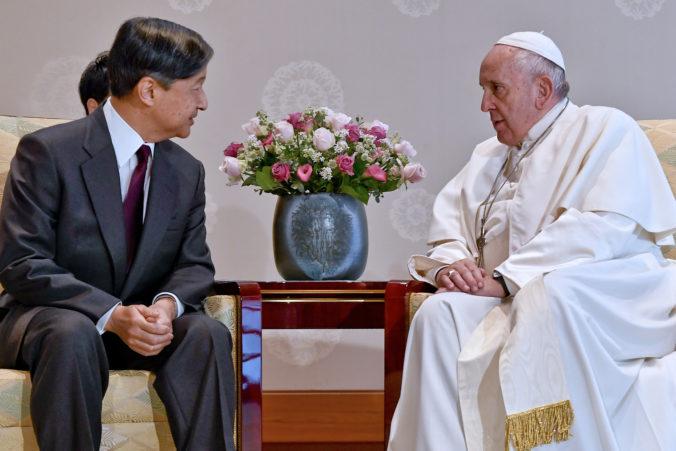 Pápež František sa stretol s japonským cisárom, lídrov vyzval na odmietanie jadrových zbraní