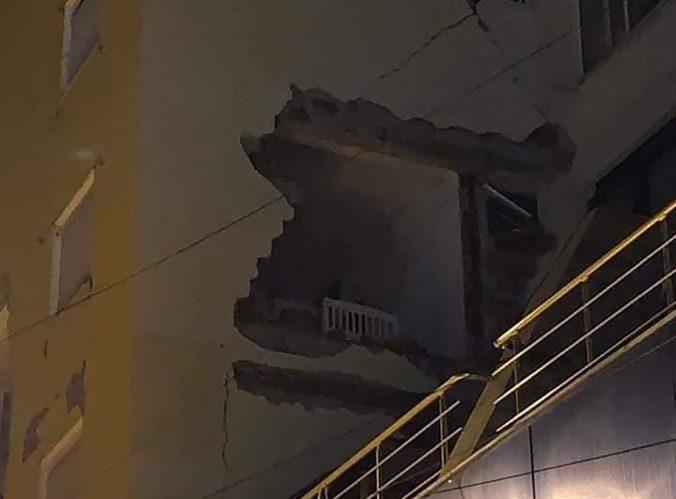 Video: Albánsko zasiahlo silné zemetrasenie, v bytoch popraskali steny