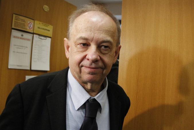 Strana Právo a spravodlivosť zažalovala prominentného profesora, je hlasným kritikom jej politiky