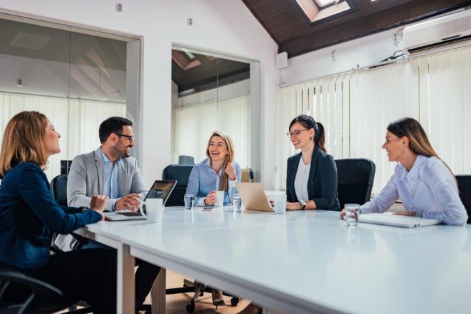 Dve tretiny Slovákov vnímajú podnikateľov pozitívne. Zlepšiť by sa mali vo vzťahu k zamestnancom