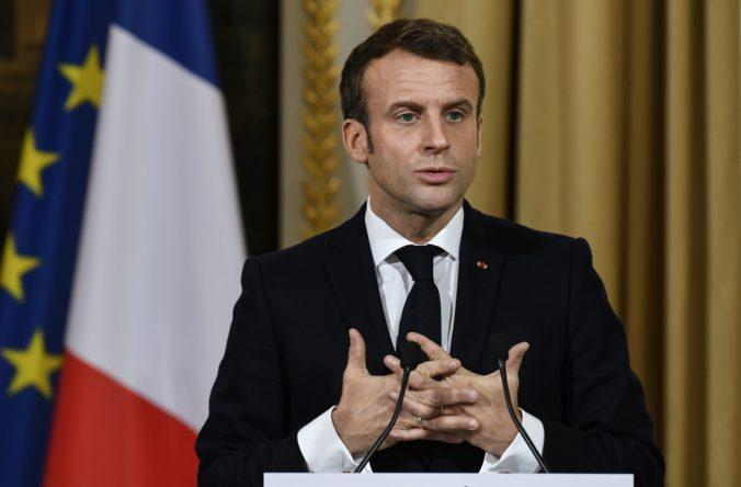 Minister Čavušoglu obvinil prezidenta Macrona z podpory terorizmu