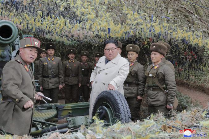 Severná Kórea vystrelila dve strely, armáda Soulu monitoruje ďalšie možné odpálenia