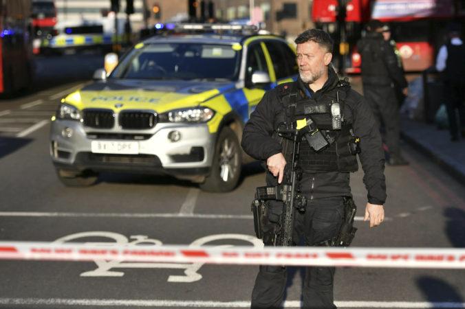 Foto: Polícia uzavrela London Bridge, bolo počuť streľbu