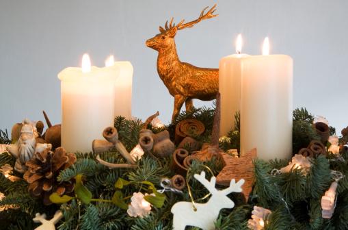 Advent pripravuje ľudí na príchod Ježiša Krista – Vianoce, symbolizuje radosť a očakávanie