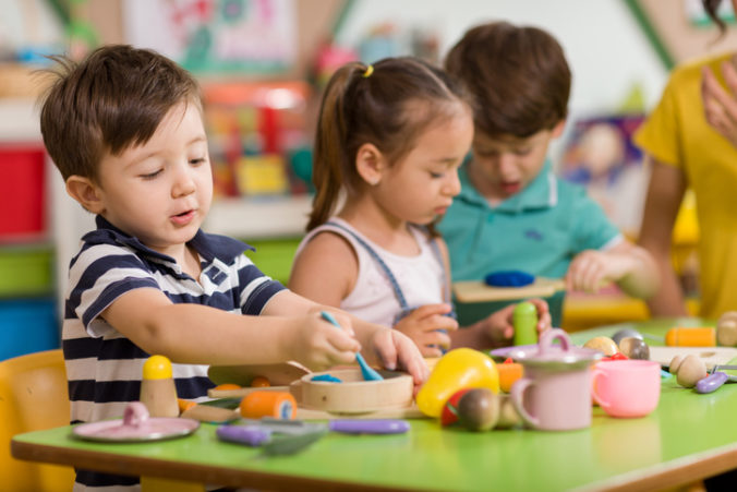 Kapacity v bratislavských materských školách sú nepostačujúce, upozorňuje kontrolný úrad