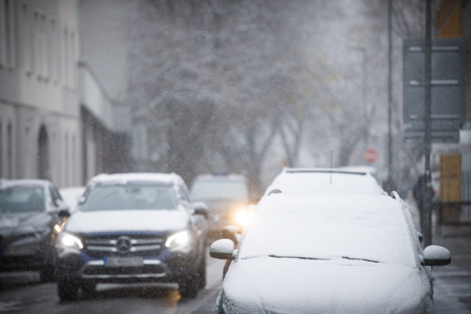 Prvý sneh v Bratislave podľa primátora preveril pripravenosť mesta, na hodnotenie je priskoro